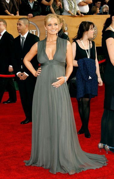 5d6c633f0a5 Jaime Pressly - The Best Red Carpet Maternity Wear - Mabel + Moxie