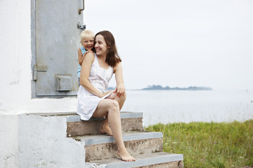 Lighthouse Parenting: A Method For Common Sense Moms
